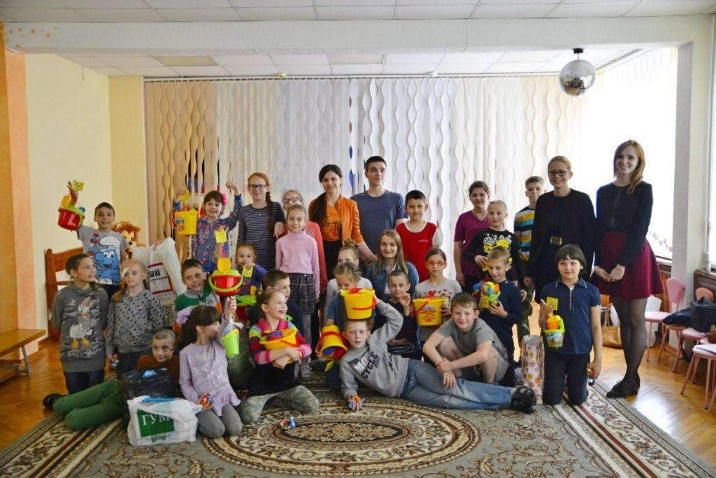 Благотворительные поездки в детские дома