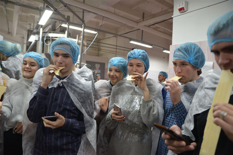 """""""Сладкая"""" экскурсия профсоюзных активистов на фабрику """"Коммунарка"""""""